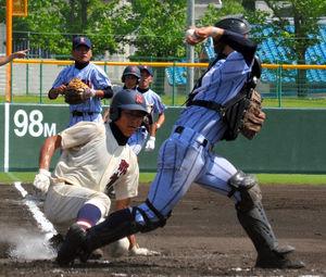 慶風—那賀 1回裏那賀1死満塁、三ゴロで三塁走者林が封殺。捕手中崎