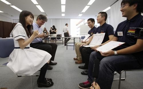 乃木坂・秋元真夏記者、朝日新聞にルポ! 記事も写真も