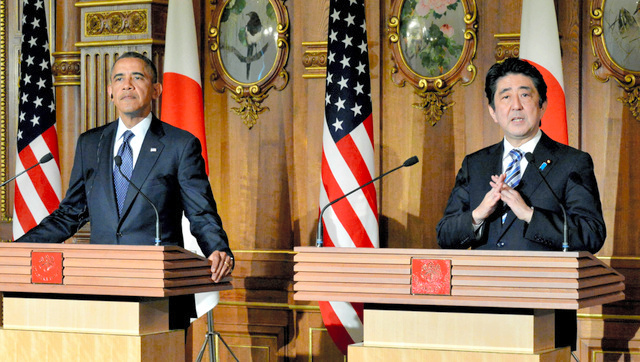 Prime Minister Shinzo Abe and U.S. President Barack Obama attend a joint news conference on April 24 at the State Guest House in Tokyo after their summit.(Pool)◇共同記者会見をする安倍首相とオバマ米大統領=24日午後0時45分、東京・元赤坂の迎賓館、代表撮影