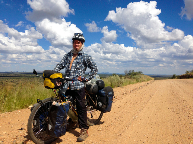 自転車の 朝日自転車 : ... 自転車で=ナミビア、山口さん