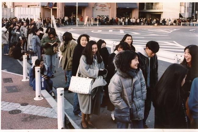 ... 高層ビルで 1994年 2月3日に行