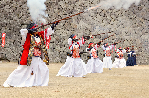 松江城での火縄銃操演