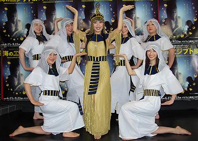 エジプト体操写真 「海のエジプト展」の開催を記念して、日本でのエジプト舞踊の第一人者・R...