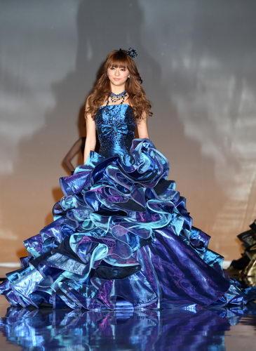 青いドレスの香里奈