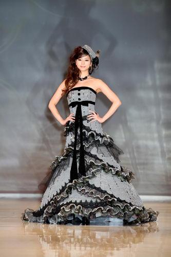 モノトーンドレスの香里奈の姉、えれな