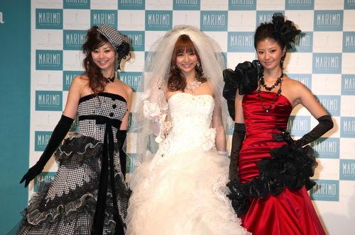 ドレス姿の香里奈三姉妹