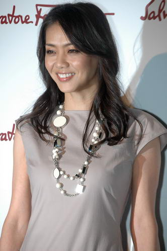 Asahi Com(朝日新聞社):ファッションモデルの前田典子 「チーム青森」がフェラガモpr ファッション
