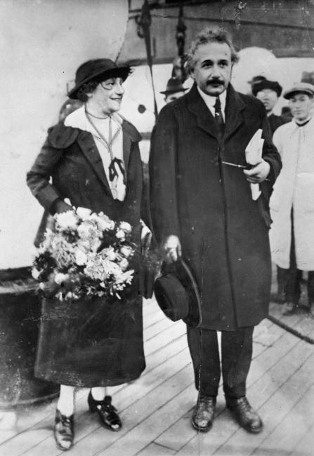 1922年11月、神戸港から来日したアインシュタイン夫妻(5/65)ー ...