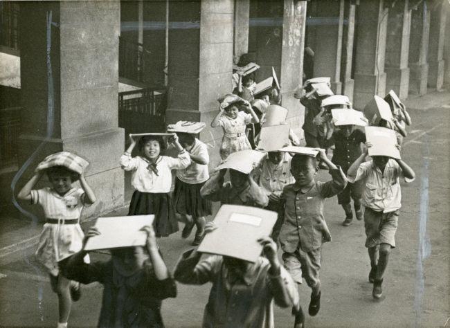 小学校の防空訓練=1938年撮影(13/25)ー昭和の船場 フォトギャラリー ...