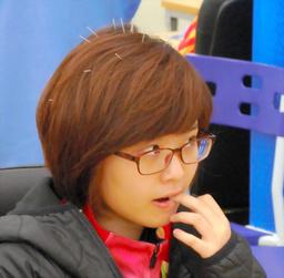 頭に10本以上の針を刺して対局に臨む韓国の李瑟娥
