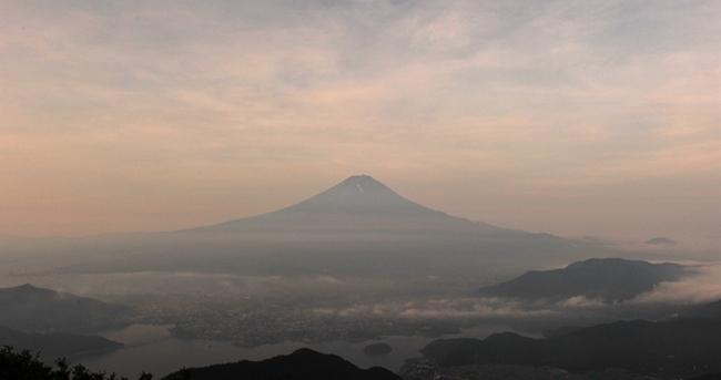 写真 山梨県黒岳からのぞむ富士山