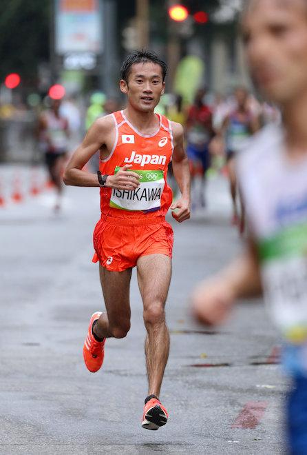男子マラソンで40キロ手前を走る...