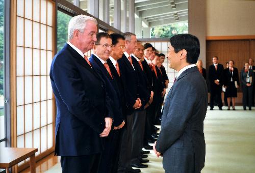 国際オリンピック委員会(IOC)関係者らと面会する皇太子さま=3月4日、東京都港区の東宮御所、宮内庁提供