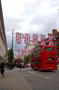 大イベントに向けて、ロンドン市内でユニオン・ジャックを目にすることが多くなってきた。