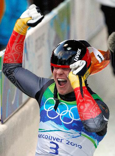 写真:リュージュ男子1人乗りで優勝したロッホ(ドイツ)=ロイター