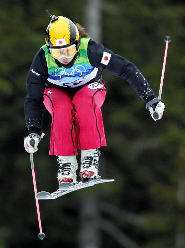 写真:女子スキークロスの予選を通過した福島のり子=ロイター