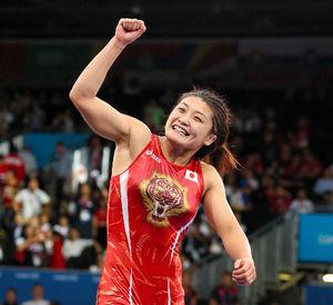 女子63キロ級で金メダルを獲得、五輪3連覇を達成した伊調馨=樫山晃生撮影