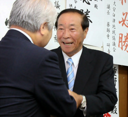 asahi.com(朝日新聞社):衛藤...