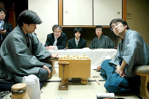 http://www.asahi.com/shougi/photogallery/image/TKY200605150362.jpg