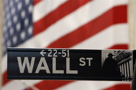 5月19日、カンヌ映画祭では、金融危機を題材にしたドキュメンタリー2本が上映される。写真は2008年9月、米ニューヨークのウォールストリートの標識(2010年 ロイター/LucasJackson)