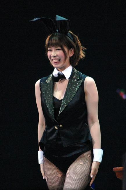 AKBじゃんけん大会でバニーちゃんの格好をした大家志津香の画像