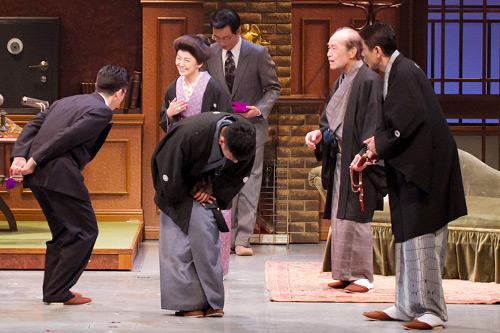 天才2女性の才能と孤独描く 吉本百年物語7月公演