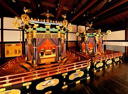 京都御所・紫宸殿の高御座(たかみくら)