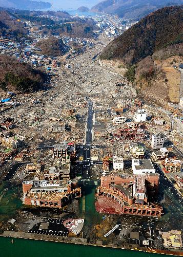 asahi.com(朝日新聞社):「陸の孤島」つなぐ衛星電話、電池 ...