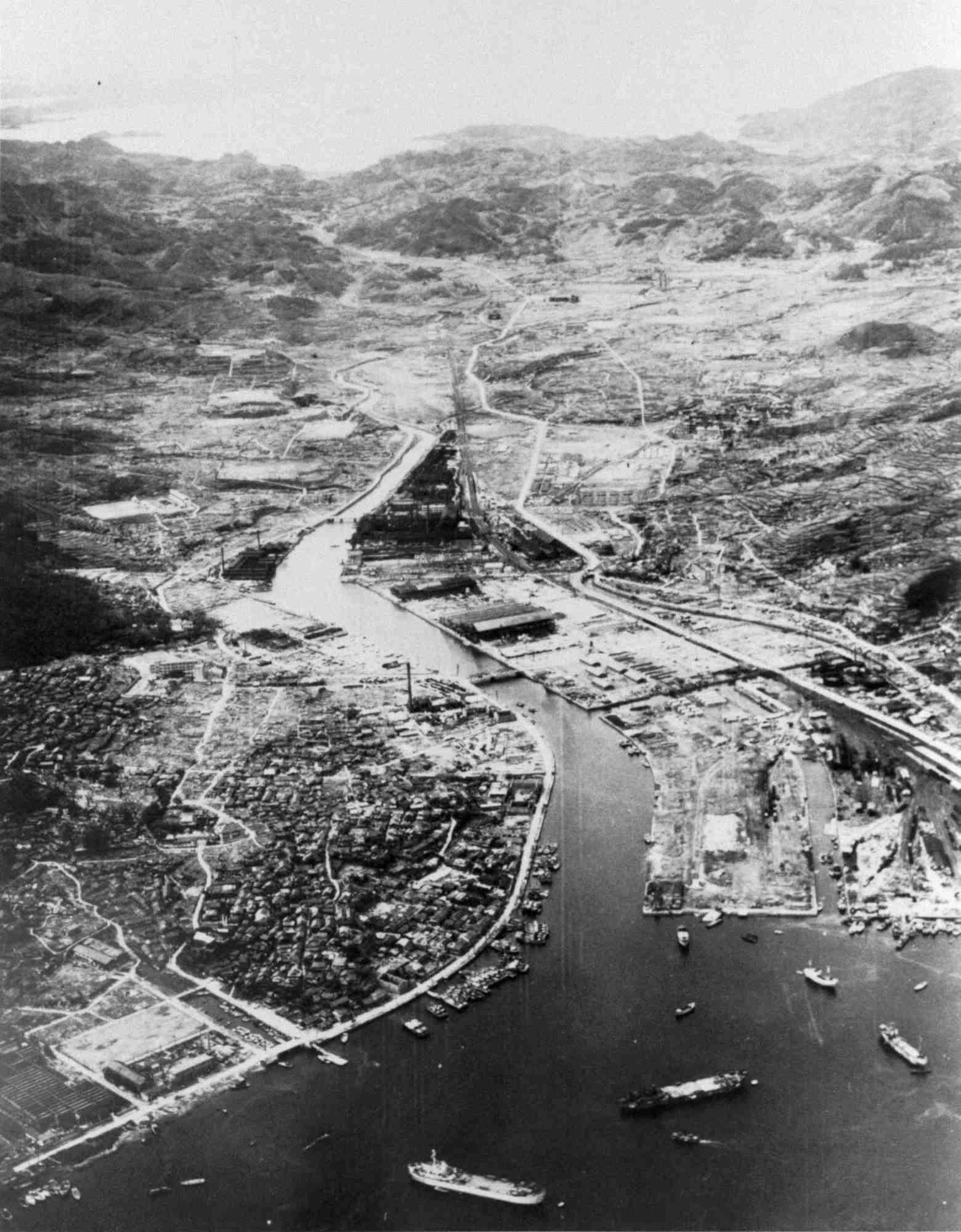 原爆から1年後の長崎市の航空写真=1946年8月3日、米軍撮影(64/64 ...