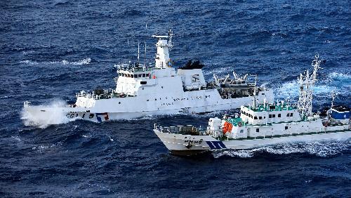 台湾漁船と巡視船約50隻、尖閣周...