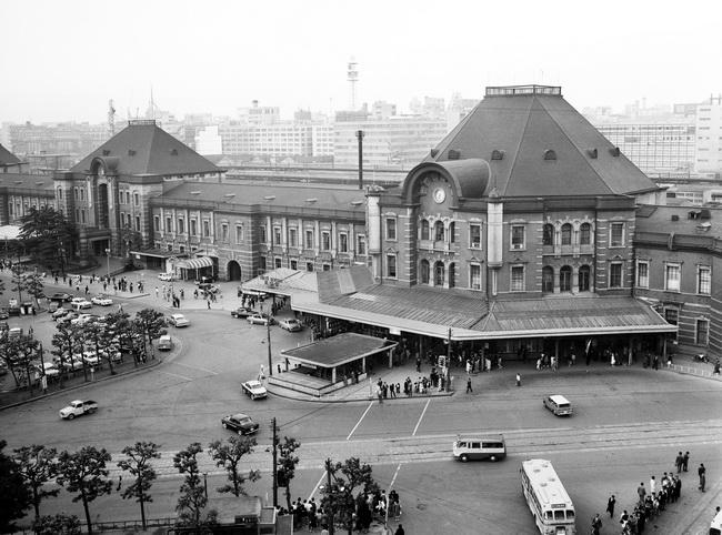東京駅の丸の内南口=1963年5月13...