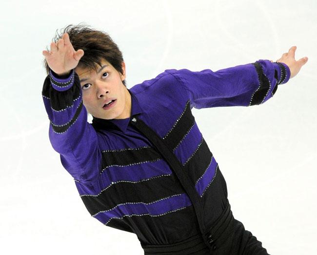 写真 〈男子予選(4/25)〉 予選をトップで通過した小塚崇彦=2011年4... asahi.