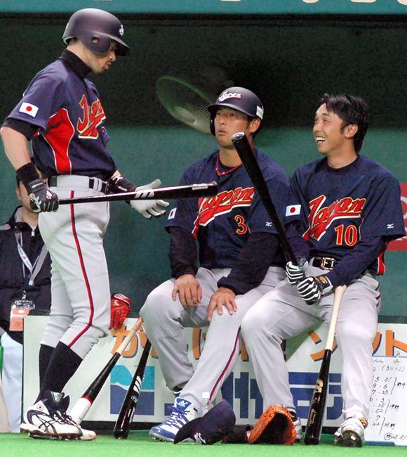 朝日新聞デジタル:2006WBCに選出された宮本(右)。イチロー ...