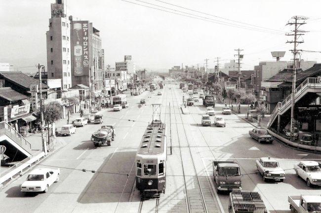 朝日新聞デジタル:1969年5月の三萩野。路面電車が走っていた ...
