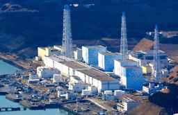 写真:福島第一原子力発電所=2011年3月12日、福島県大熊町、本社ヘリから、山本裕之撮影:福島第一原子力発電所=2011年3月12日、福島県大熊町、本社ヘリから、山本裕之撮影