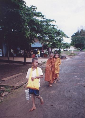 写真:カンボジアの歴史的インド化の結果でもある仏教。この写真は、ラタナキ... カンボジアの歴史