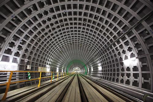 小田急線の「できたて」地下トンネルを歩く