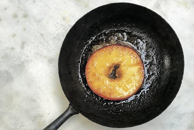 素朴なおやつ りんごのバターソテー