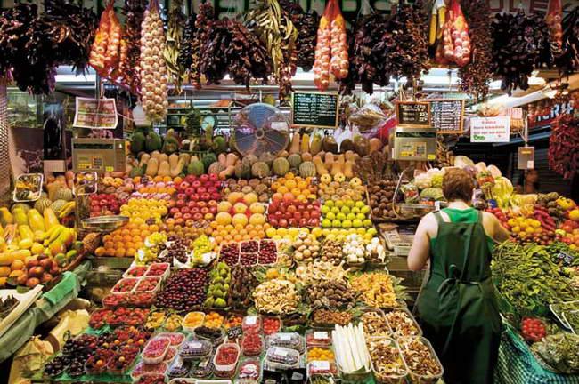 朝日新聞デジタル:スペイン、バルセロナのボケリア市場 (c) Yann GUICHAOUA / HOA-QUI - 『一生に一度だけの旅  discover 世界の市場めぐり』 (4/10) - フォトギャラリー