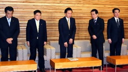 asahi.com(朝日新聞社):鳩山内閣が総辞職 在任262日 - 揺れる民主