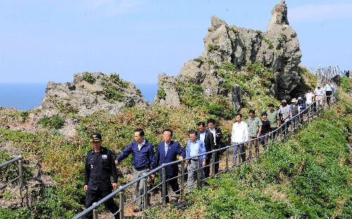 竹島上陸、韓国内の反応冷ややか 「政治ショー」指摘も - 日中・日韓 ...