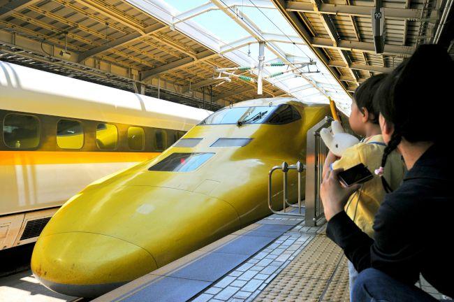 JR新大阪駅に止まるドクターイエロー=2010年6月24日(21/46)ー ...