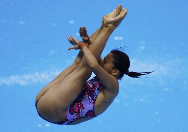 asahi.com(朝日新聞社):【水泳】女子1m飛板飛込み決勝に出場した ...